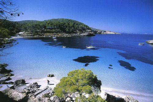 Baleari-Ibiza-mare-splendido-scogli-spiaggia